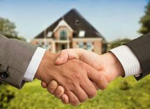 men shaking hands in front of a home, advantages associated with high-value home insurance